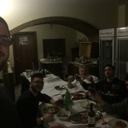 Ristorante Pizzeria Pietrarossa: Pizzeria trattoria pietrarossa la più forte del centro Italia qualità, prezzo, modo di fa,simpat