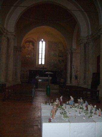 Pieve dei Santi Leonardo e Cristoforo: interno chiesa