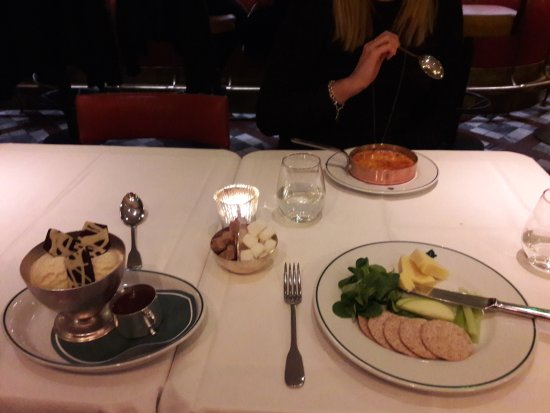 Cobham, UK: Desserts from set menu
