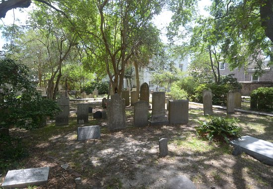 St. Michael's Church: il cimitero