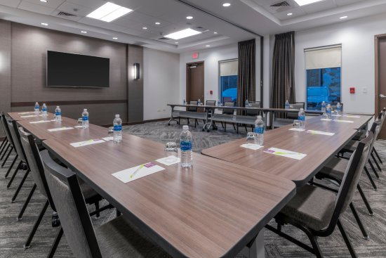 Marlborough, MA: Over 1,100 square feet of flexible meeting space