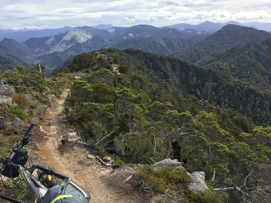 Westport, New Zealand: Track along ridge top on Old Ghost Road