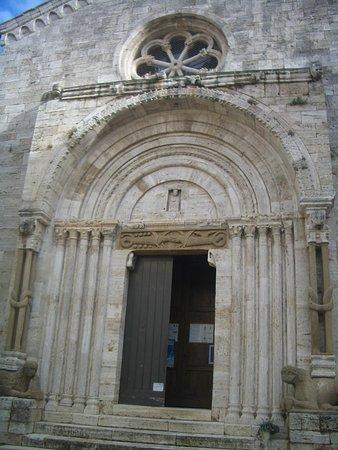 La Collegiata di San Quirico : portale d'ingresso