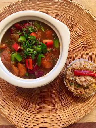 Vashon, Ουάσιγκτον: Organic Power Chili Special  and GF Savory Corn Muffin with Almond flour and Chia