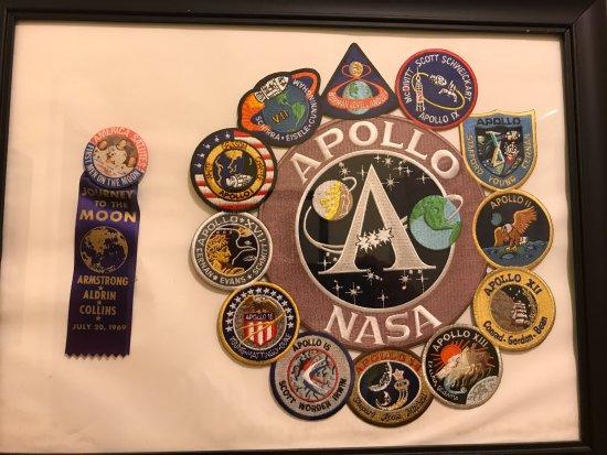 Amelia's Landing Hotel: Apollo era memorabilia in our room