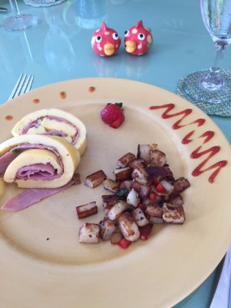 Bellavista Bed & Breakfast: Second course Han roll with roasted breakfast potatoes