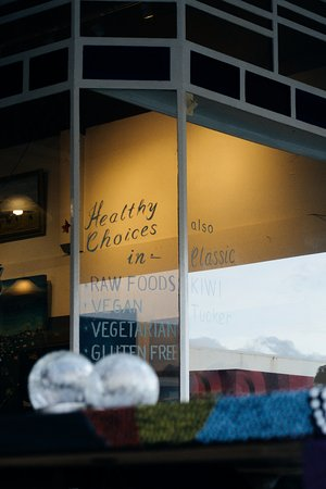 MAD Cafe Golden Bay: Healthy choices - vegan, raw, dairy and gluten free foods and snacks in rural New Zealand.