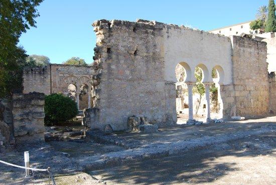Muro Con Arcos De Entrada Al Jardin Picture Of Archaeological - Arcos-de-jardin