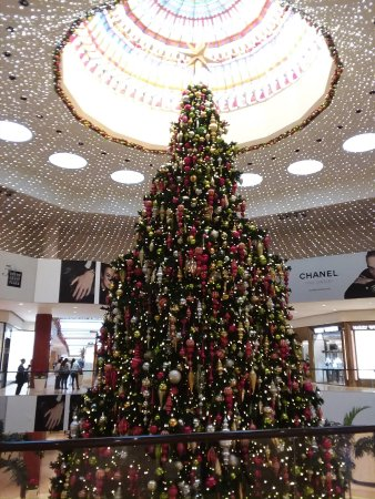 south coast plaza beautiful two story christmas tree