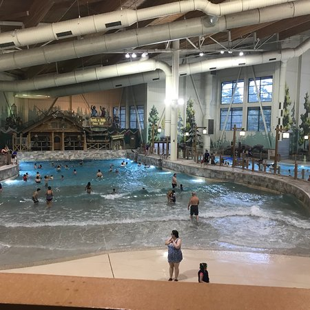 Great Wolf Lodge: Play area and wave pool