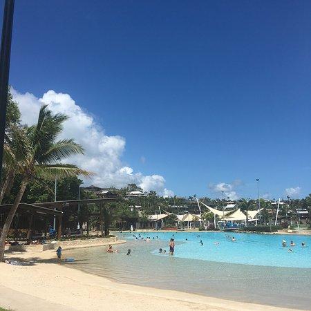 Magnums Airlie Beach: photo1.jpg