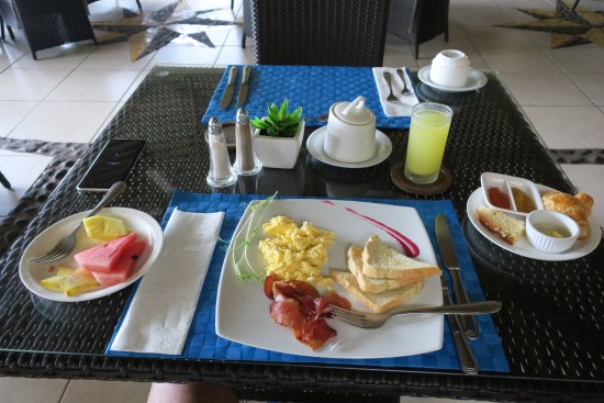 Playa Potrero, Costa Rica: Chose your breakfast. They all come with fresh Juice, coffee, and bread with local jam.