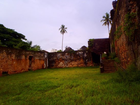 Eco & Culture Tours : The outskirts of the palace