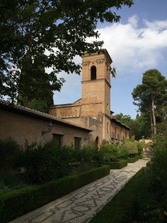 Parador de Granada: Hotel exterior