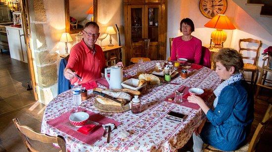 Compregnac, Francia: завтрак в приятной компании