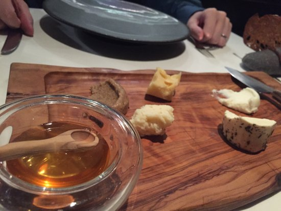 Mikla Restaurant: Cheese and honey