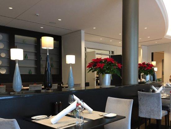 Oberursel (Taunus), Germany: Weihnachtlich dekorierter Speisesaal