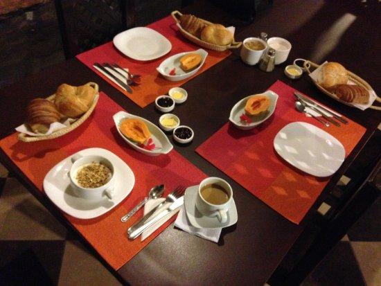 Hotel Boutique Portal de Cantuna: Breakfast