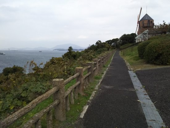 Shimonoseki, Giappone: オランダ風の風車が景色にマッチ