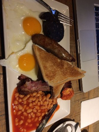 Knowle, UK: Full English up to 11.30am!