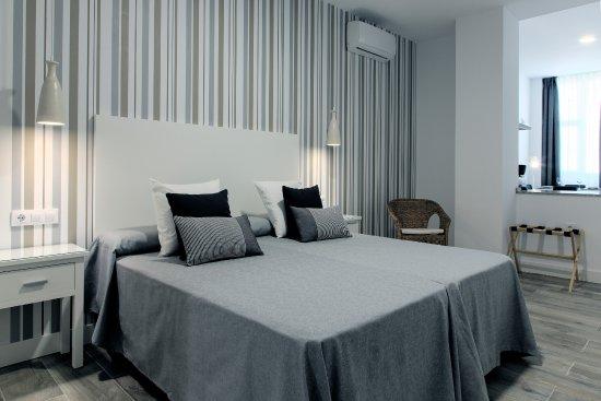 Estudio familiar 2 camas bild fr n hotel apartamentos for Cama familiar
