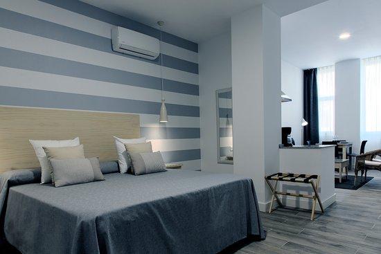 Estudio familiar cama matrimonio hotel for Cama familiar