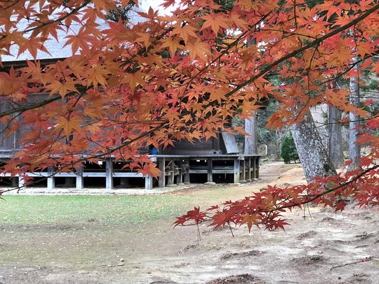 Motsu-ji Temple: 常行堂と紅葉