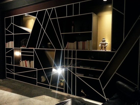 Hotel Mabi : Bibliothek