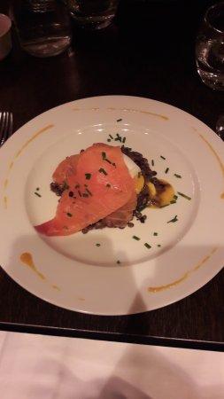 Meaux, Francia: Oeuf bio mollet avec son saumon fumé et ses lentilles