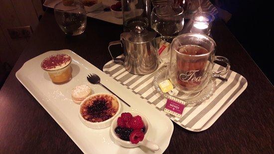 """Meaux, Francia: Thé """"mignon"""" accompagné de plusieurs desserts"""