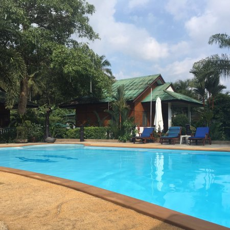 Lovely pool, clean spacious rooms and friendly staff