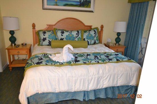 Blue Tree Resort at Lake Buena Vista: Master bedroom with towel swan.