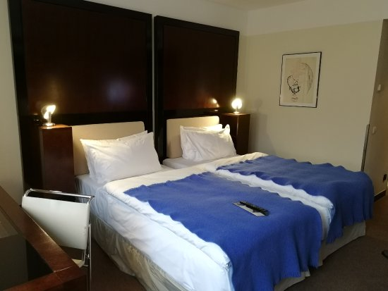 Maximilian Hotel: Double room with twin beds
