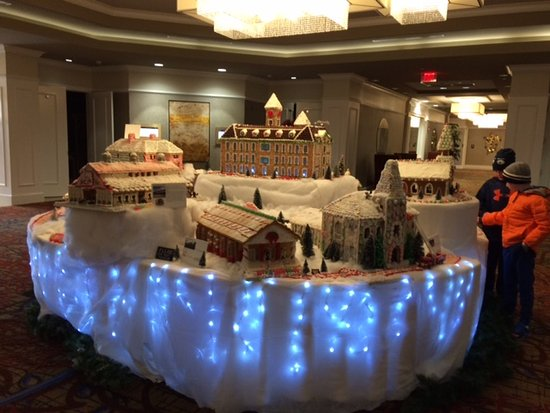 Auburn, AL: And yet another view of the lovely gingerbread campus display.