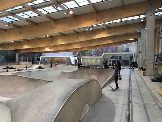 Paris, France: Sur 3000 m2...