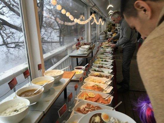 Huddinge, Schweden: julbord buffet
