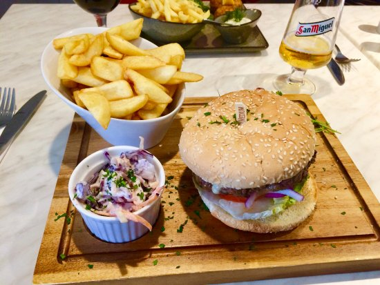 Woolpit, UK: Burger and chunky chips