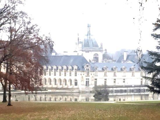 Château de Chantilly : Distant view of Chateau Chantilly