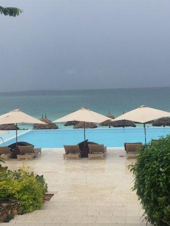Hotel Riu Palace Zanzibar: På väg ner mot poolområdet