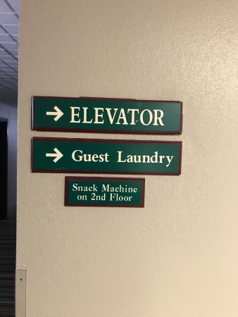 Freeport, IL: laundry