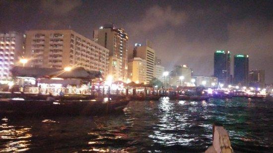 Bur Dubai Abra Dock : Boats waiting at Deira
