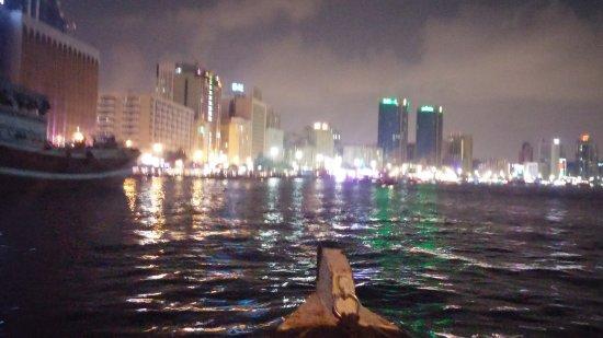 Bur Dubai Abra Dock : approaching Deira