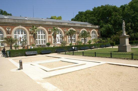 Monument Fontaine Eugene Delacroix
