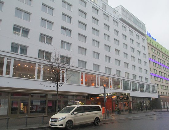 SORAT Hotel Ambassador Berlin: The street facade and entrance to the hotel