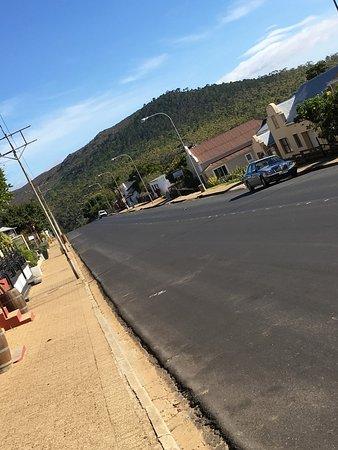 Napier, Güney Afrika: Carretera central del pueblo