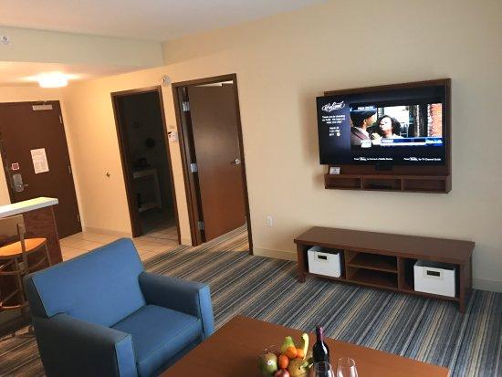Sebring, FL: Suite King Large Hairpin