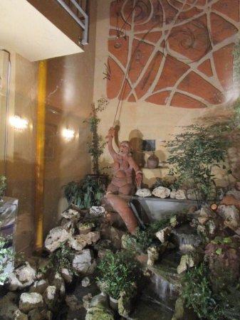 splendida statua nel giardino interno picture of