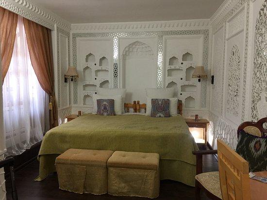 Amelia Hotel : The Mirror Room
