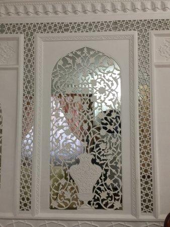 Amelia Hotel : Decoration in my 'Mirror' room