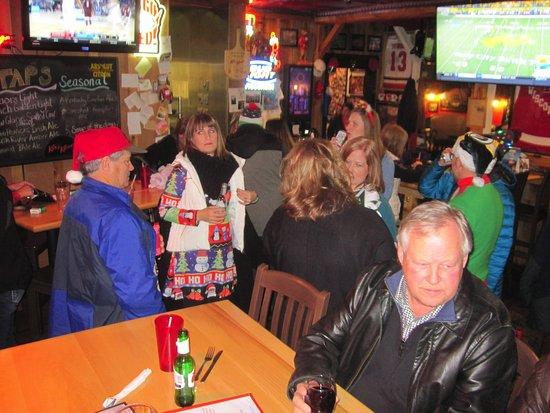 Kozy Korner Bar and Pizza: Lots of folks around